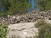 Marges de pedra seca a la baixada de la Costa del Castell