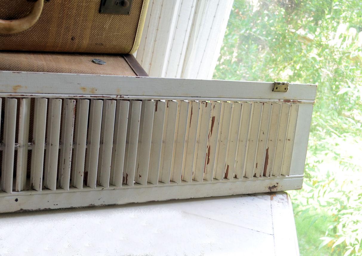 LaurieAnna\u0027s Vintage Home: DIY Shutter Plate Rack