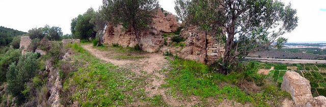 Aljub, torres i muralla. Castell del Rebollet
