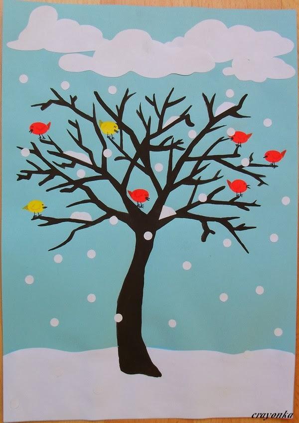 Drzewo z ptakami i śnieg