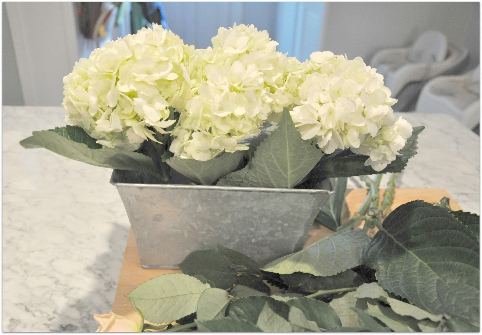 Hydrangea Centerpieces Diy : Hydrangea and rose diy centerpiece a lo behold life