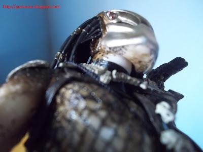 Detalhes da pintura do pescoço e queixo do Predador.