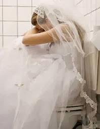 خانته زوجته فاجبرها على...... معاشرة الكلاب - عروس عروسة حزينة تبكى