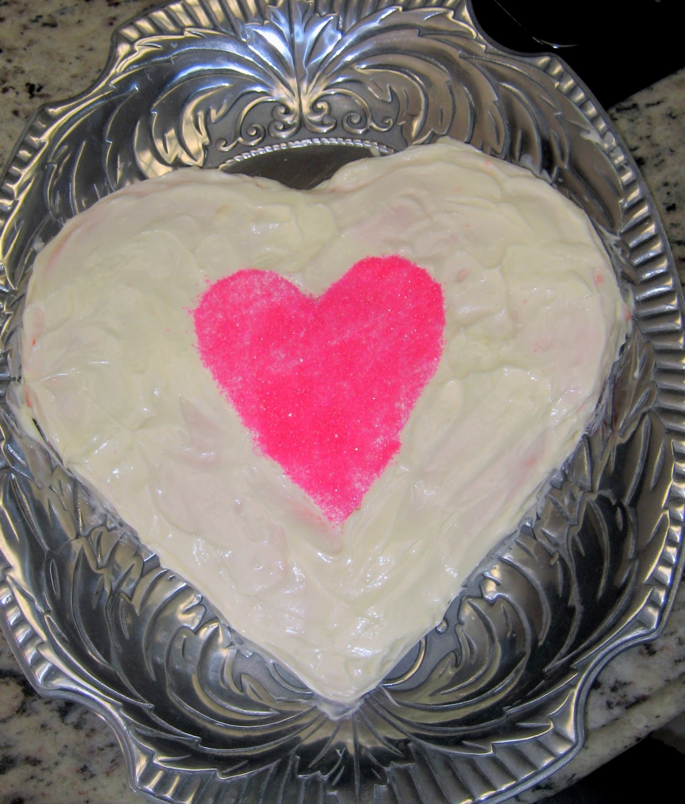 how to make a heart shaped cake c r a f t. Black Bedroom Furniture Sets. Home Design Ideas