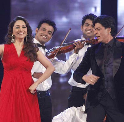 SRK AND Madhuri Dixit  at 18 th colors Screen Awards 2012