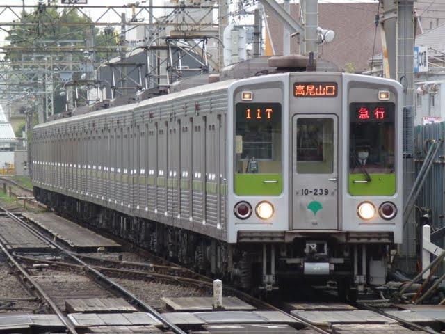 京王電鉄 急行 高尾山口行き7 10-000形230F