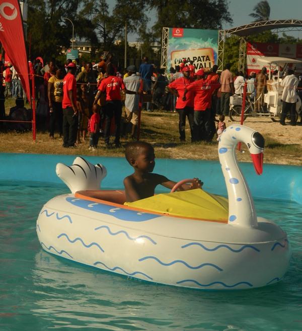 Michuzi Blog Yaliyojiri Kwenye Vodacom Krismass Bonanza Katika Ufukwe Wa Coco Beach Dar Es Salaam