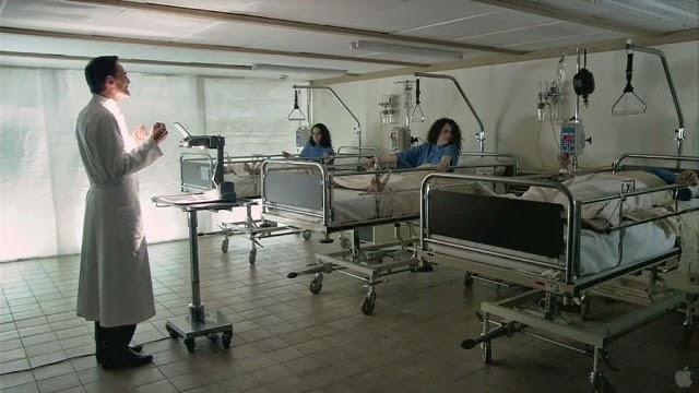 Imagem do filme A Centopeia Humana