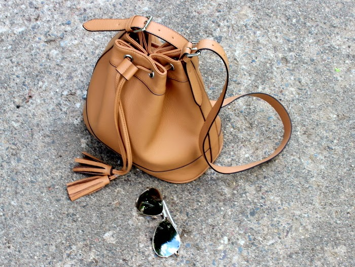 mirrored sunnies, old navy bucket bag, bucketbag, styleoptimist, tjmaxx, bohemian top, minneapolis fashion blogger, styleoptimist, white denim, zara colorblock sandals