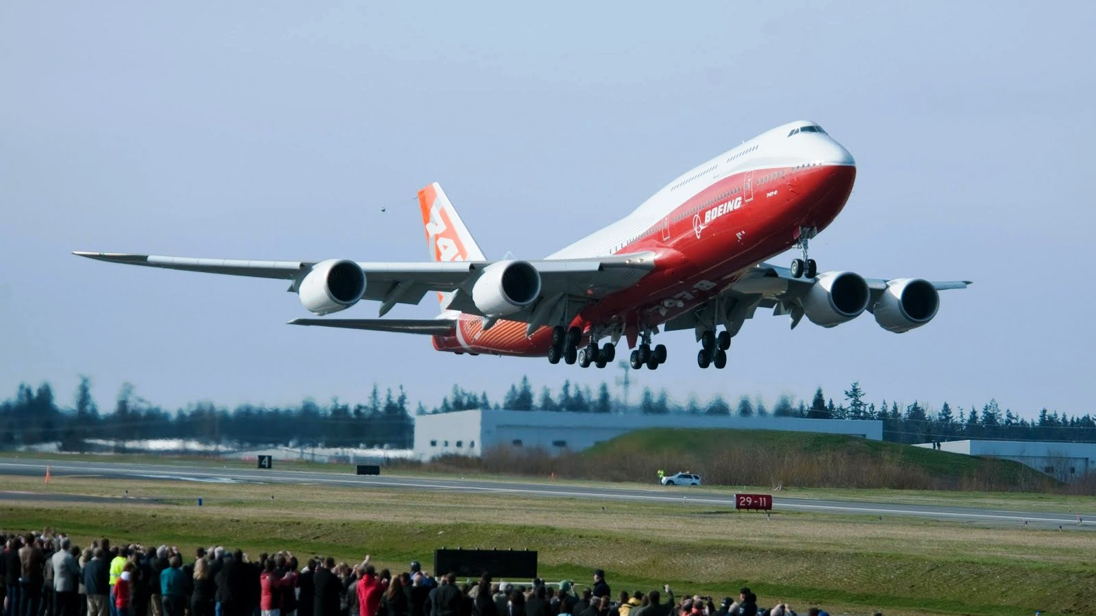 external image b747_8_jumbo_jet_takeoff_13298_aircraft-wallpaper.jpg