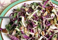 Salada de Repolhos, Ervas e Amendoins (vegana)