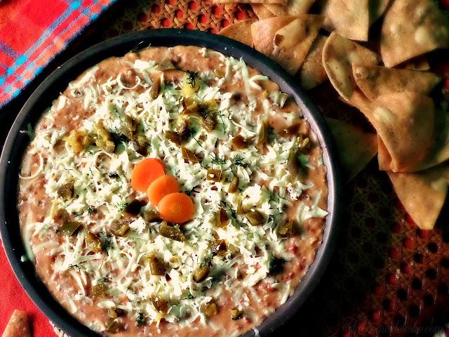Dip Cremoso de Frijoles con Chorizo - lacocinadeleslie.com
