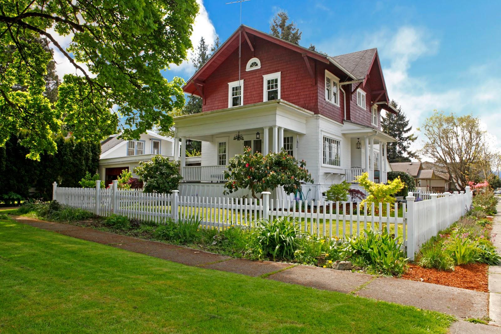 Banco de im genes hermosa casa de dos pisos con jardines for Apartamentos con jardin