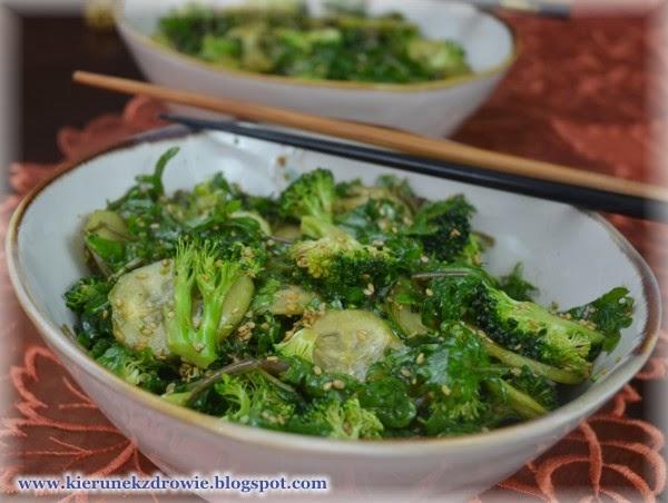 Kierunek Zdrowie Salatka Z Jarmuzem Brokulami I Sezamem