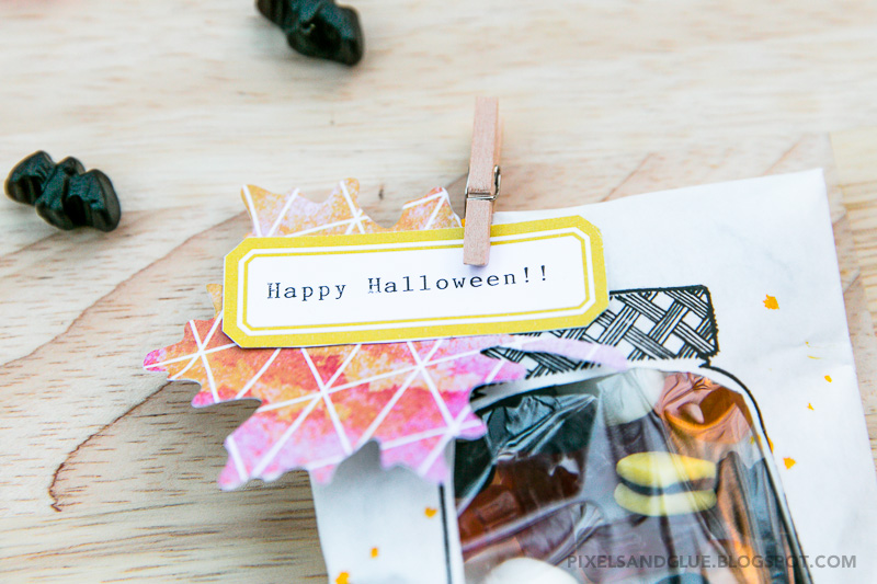 Homemade Halloween Treat Bags by @pixnglue