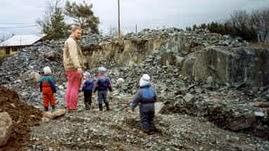 kalliolla kukkulallamme: