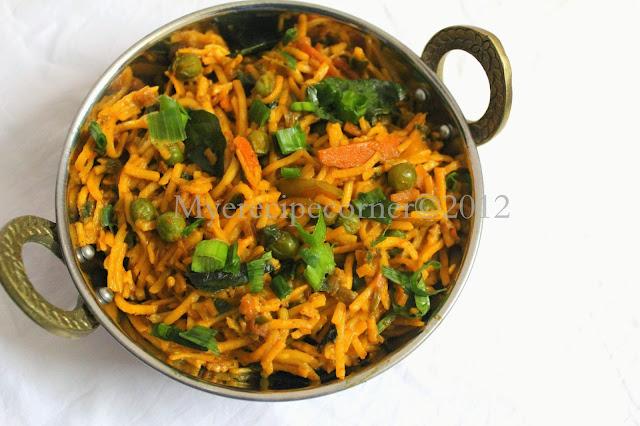 vegetable kothu noodles / spicy indian noodles