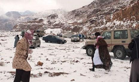 Arab Saudi Tertutup Salju 3 Hari Berturut-turut