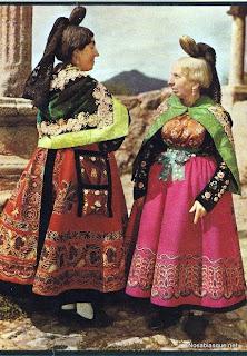 Mujeres con el traje típico de Candelario Salamanca