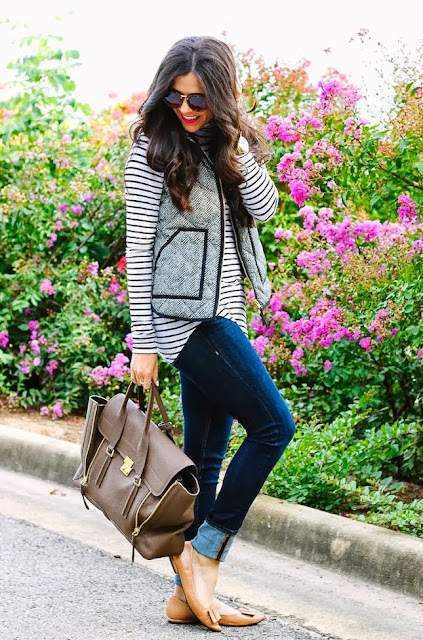 Black&White Stripes Shirt With Dark Blue Jeans And Café au lait Color Bag