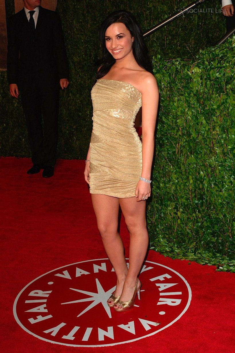red carpet dresses demi lovato elton john aids