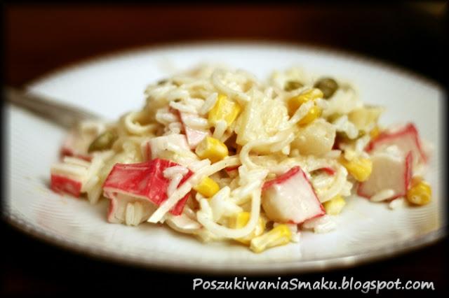 sałatka surimi, ryż, groszek, kukurydza, ananas, seler i majonez