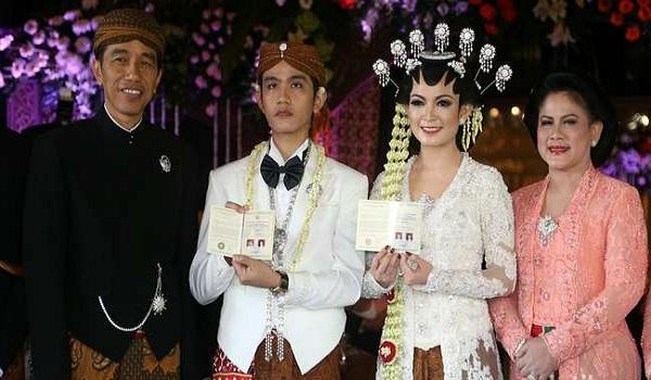 Foto Keluarga Baru Jokowi