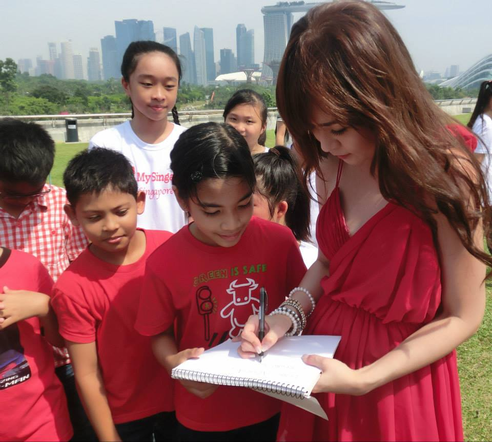 Lorraine Tan, 陈莉芯 Chén lì xīn with Charmian Tee.