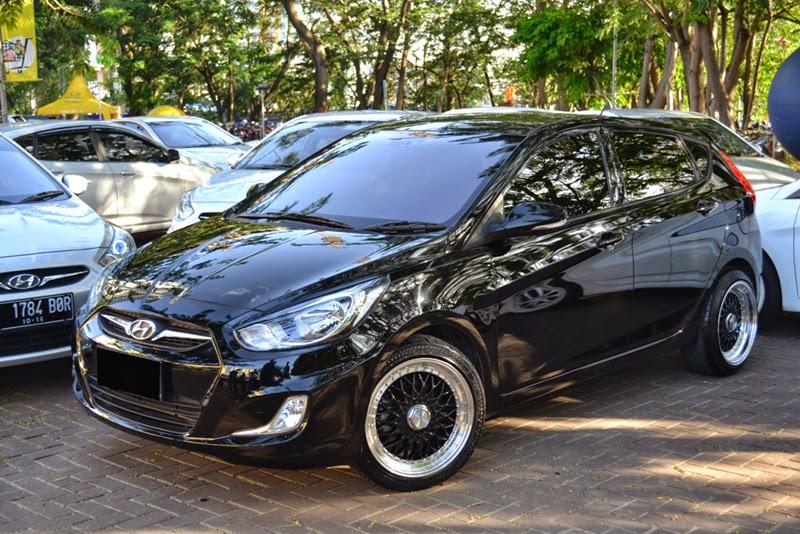 Modifikasi Mobil Hyundai Grand Avega Hitam