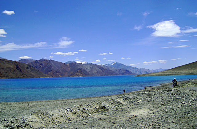ladakh lake and its banks