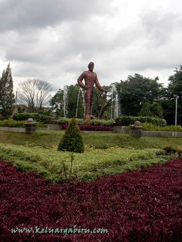 Patung Hamid Roesdi di Taman Simpang Balapan