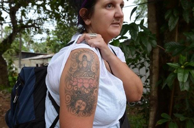 Turista é deportada do Sri Lanka por usar tatuagem de Buda no braço