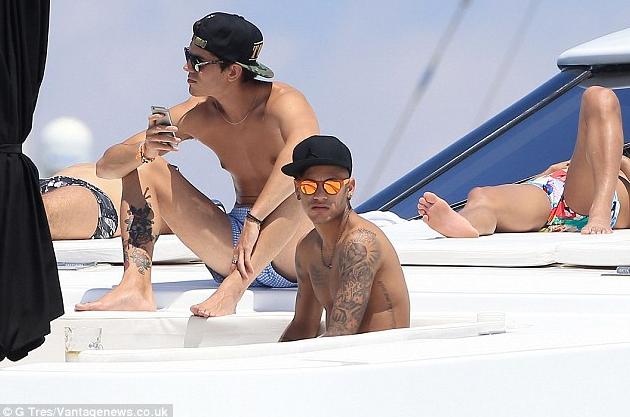 Photo Neymar di kapal pesiar pribadinya, Ibiza bersama rekan dan sahabat serta keluarga