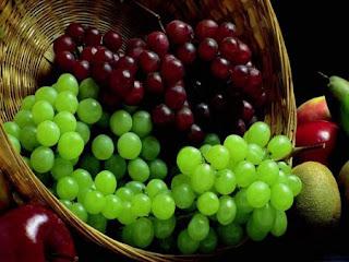 العنب يفيد في خفض ضغط الدم