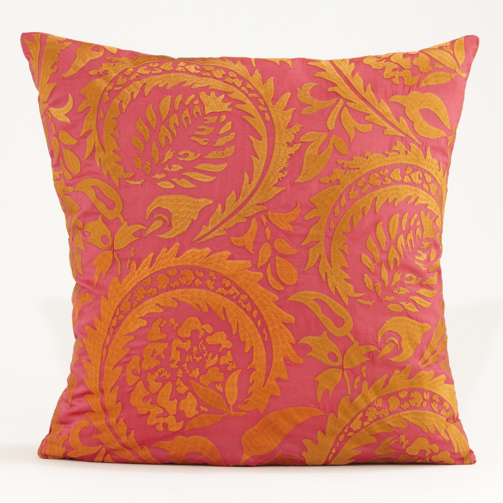 Throw Pillows Black Friday : 2012 Black Friday Home D?cor Deals Driven by Decor