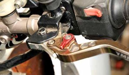 Tips dan Cara Mengatasi Kopling Motor Keras atau Berat