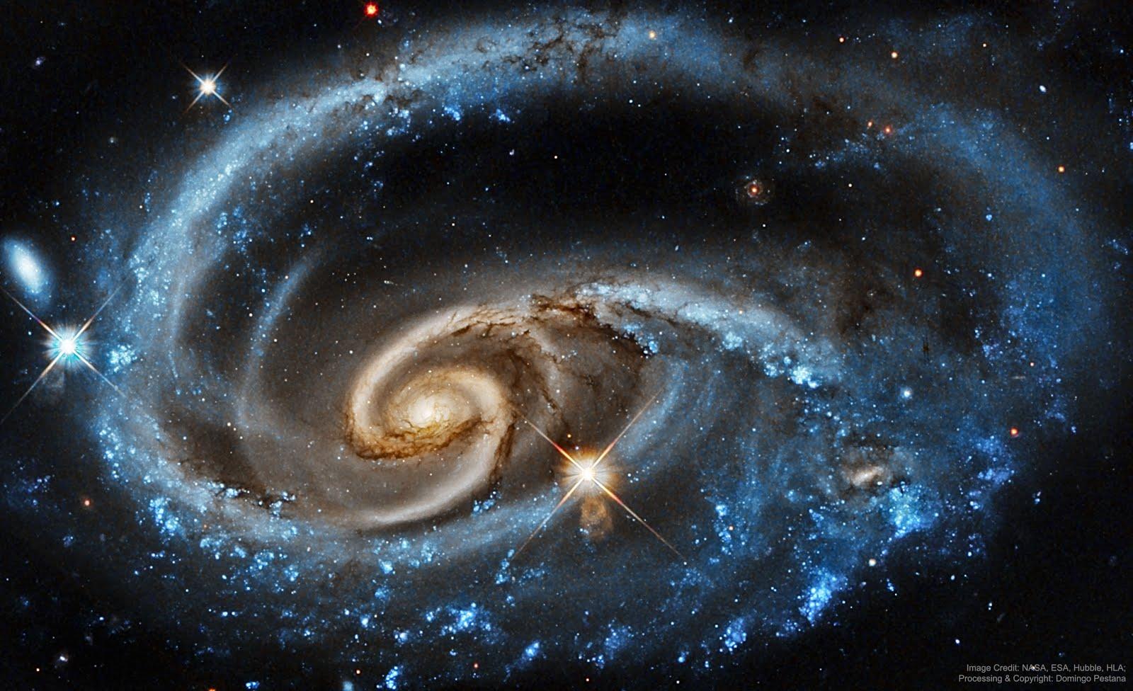 Galáxia UGC 1810,  a 300 milhões/kms da Constelação de Andrômeda.