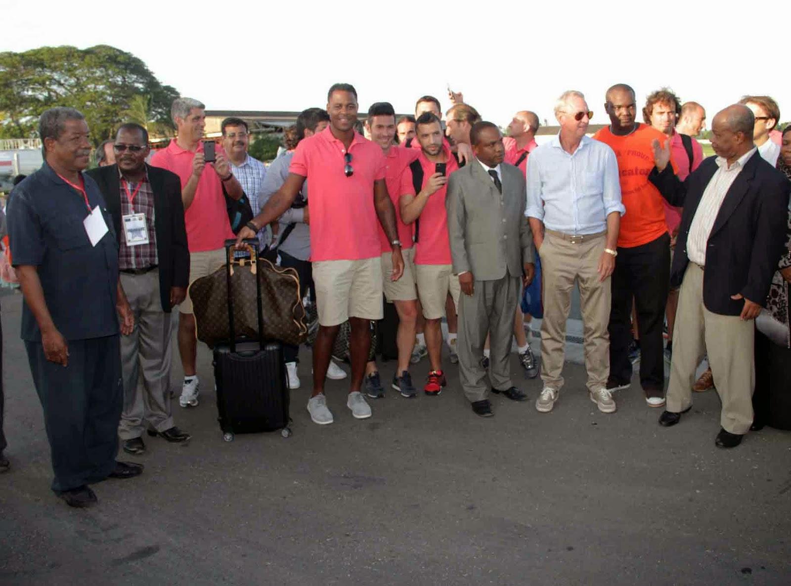 Wachezaji wa zamani wa barcelona wawasili Zanzibar | LUKAZA BLOG
