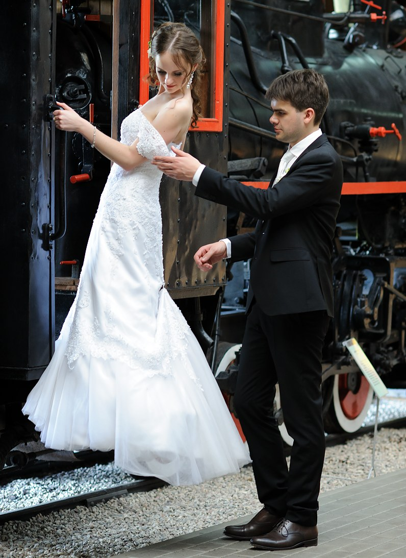 futuristinė vestuvių fotosesija anykščių siauruko muziejuje