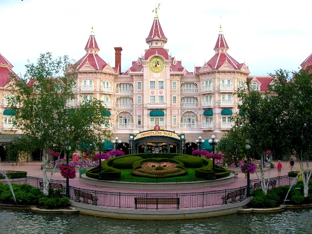Florida disneyland disneyland paris hotel new york for Paris hotel address