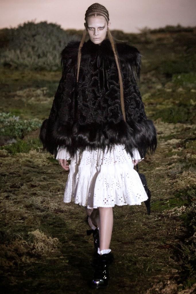 Alexander McQueen Paris Fashion Week Otoño Invierno 2014-2015 23