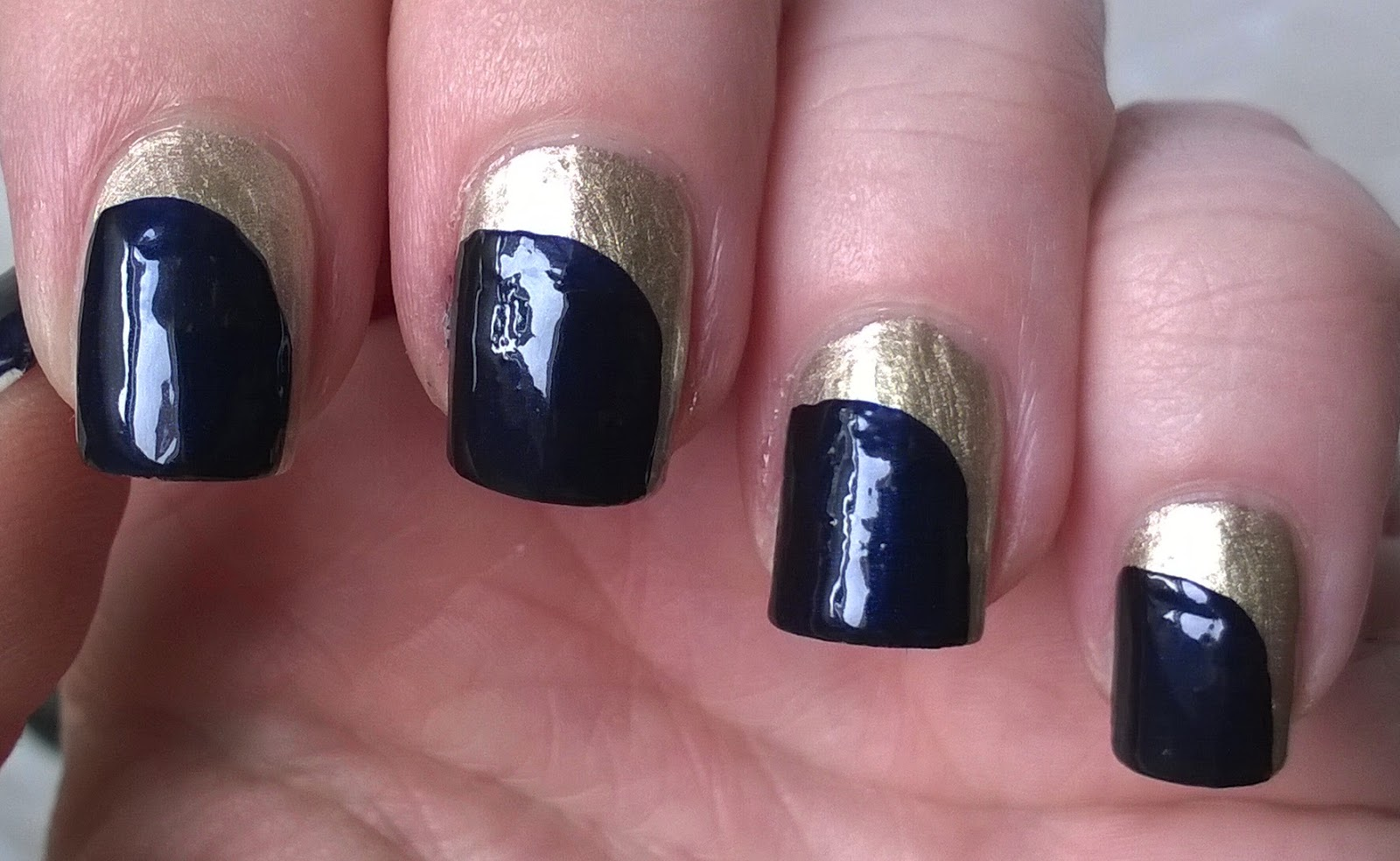 Life World Women: Gold and dark blue nail art for 2015 without tools
