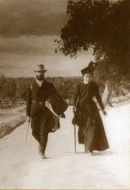 Ramón Menéndez Pidal y su esposa haciendo la ruta del Cid