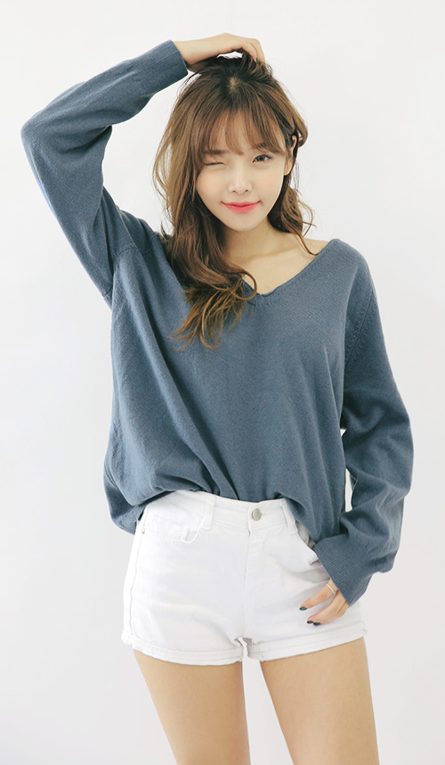 Loose Raglan V-Neck Sweater