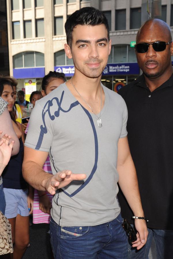 The Jonas Blog: Joe Jonas llega a Nueva York