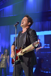 Alejandro Sanz captivates audience at Market America / SHOP.COM's 2013 world conference in Miami