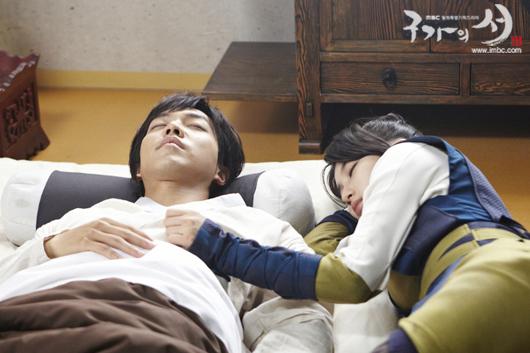 Lee Seung Gi âu yếm ngắm Suzy ngủ 1