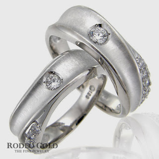 http://www.rodeogold.com/new-engagement-rings/gold-engagement-rings-tcr82952#.UpoNVI2ExAI