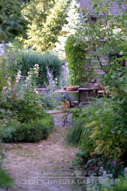 Irgendwann Kommt Das Obligatorische Gartenhaus, Ein Kletterturm Und  Baumarkt Sandkasten Für Die Kinder Dazu.