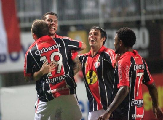 Joinville vence Cruzeiro e deixa o Vasco isolado na lanterna do Brasileirão